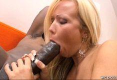 Loira casada gostosa com fome de piroca de negão