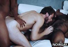 Gay branquelo enrustido dando pra dois homens negros